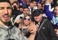 坎特現身紐約街頭,尼克斯球迷熱情歡呼