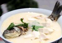 """製作鯽魚湯,別隻用水煮,做好這""""3點"""",魚湯雪白鮮美"""