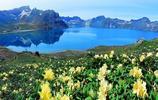 藍天白雲與,長白山天池相媲美