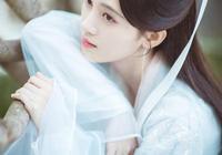 鞠婧禕說自己是家裡最醜?看到媽媽的舊照後,網友:五千年美女