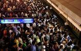 實拍世界各國民眾乘地鐵,發展中國家都非常擁擠