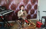 女孩會十餘種樂器,傳承父親絕技,身頂六個火碗吹嗩吶成網紅
