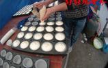 農村80後小夫妻緊跟潮流,集市上賣蒸的蛋糕,一天賺個幾百塊