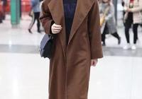 """蔣欣秦嵐撞衫同款大衣,兩位""""娘娘""""穿出氣質範,誰更好看?"""