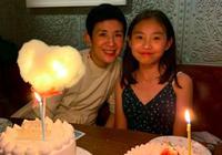 吳君如晒女兒慶生照,13歲陳是知氣質佳顏值高,母女神似姐妹花