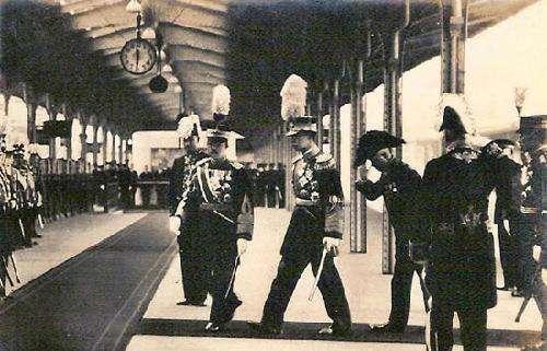 日本天皇給溥儀三樣東西,還說這是日本人的祖宗,溥儀失聲痛哭