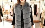 女人過了四十歲一定要會穿衣,如今流行這6款毛呢比皮草還顯貴氣