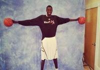 高中生身高2米2臂展2米4,臂展超NBA現役所有巨星,和杜蘭特同一間廠子出來的!