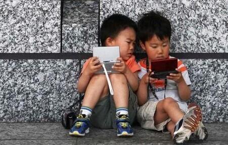小朋友曾是掌上游戲機的主力軍,如今都是大人在玩,這是怎麼了?