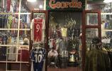 曼谷老火車夜市竟有家古董球衣店!眾多經典戰袍,您都認識哪個?