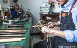 80後男青年喜歡修補破舊瓷器,四處拜師學藝,只為不賺錢的老手藝