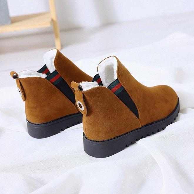 """真漂亮,這女款""""雪地靴""""上市了,上腳舒適暖和,暖烘烘的不涼腳"""