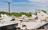 實拍前蘇聯飛機墳場,老舊戰機琳琅滿目,遊客坐駕駛艙留影!