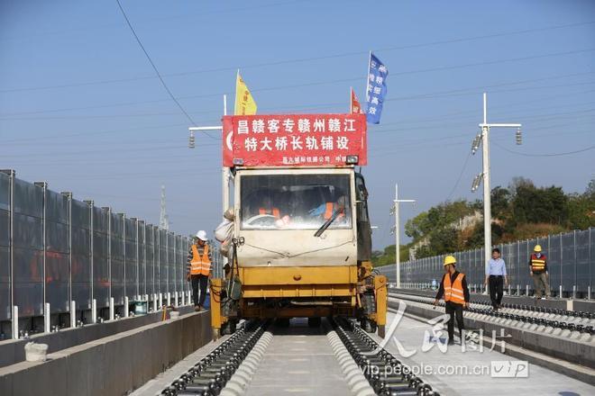 昌贛高鐵贛州贛江特大橋開始鋪軌施工