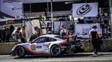 賽車選手各顯神通!保時捷911賽車手間的激烈對決