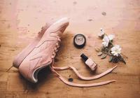 小白鞋,小黑鞋,小髒鞋全都out,今年流行小粉鞋!