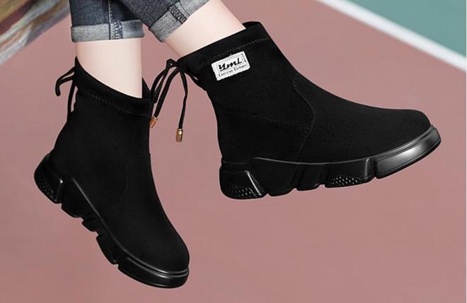 """新出一女鞋:叫""""爬樓鞋"""",也叫""""皮雪地靴"""",上腳舒適又保暖"""