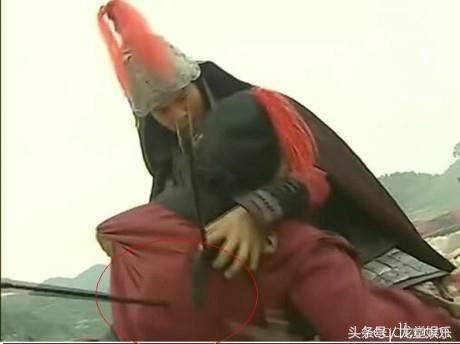 搞笑穿幫:楚漢傳奇中霸道的龍套帝,陳道明和何潤東都很羨慕啊!