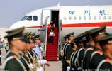 中國軍人馬裡維和犧牲,烈士母親悲痛欲絕,10萬群眾送別烈士英魂