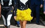 席琳·迪翁(Celine Dion)巴黎最新出街組圖 黃色短裙引人注意