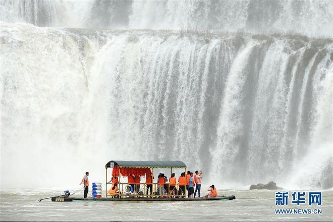 廣西崇左市大新縣德天瀑布進入最佳觀賞期,吸引大批遊客前來觀賞