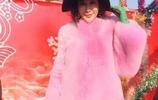 皮草好但難駕馭,55歲關之琳穿粉色皮草扮嫩,趙雅芝那英卻不一樣