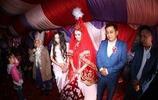 新疆哈密:哈薩克族傳統婚禮,新郎和新娘共舞