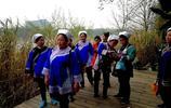 2019之春:在廣西桂林訾洲象山偶遇水族婦女在旅遊 姚忠智 攝影