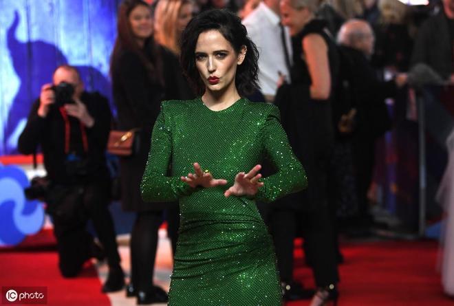 綠眼尤物伊娃 · 格林 驚豔亮相電影《小飛象》歐洲首映式