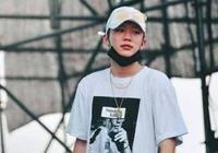 王昊公開面眾,在演唱會上哭了,他說:以前再難的事我也沒哭過