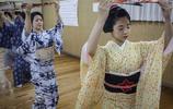 日本的這些女孩多才多藝月入幾萬,卻害怕別人知道自己的工作
