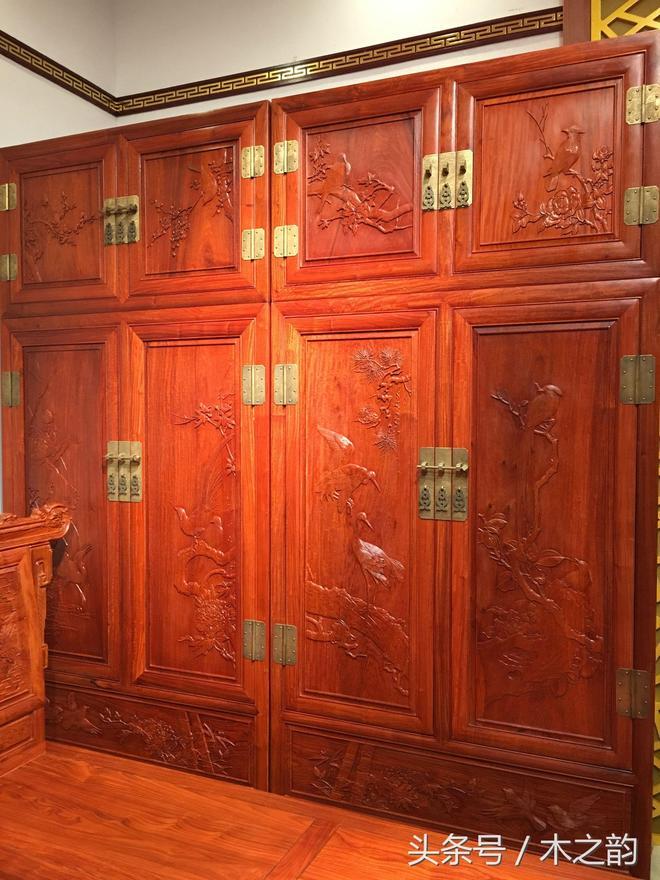 緬甸花梨木衣櫃系列:面板紋路及雕刻工藝決定了她的價值