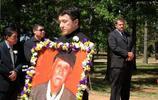 成龍老父親葬禮:一家人全部出席,李連杰出席現場並進行悼念