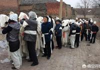 為什麼以前村裡老人去世,大家都去幫忙,而現在一些年輕的都不願意去幫忙了呢?