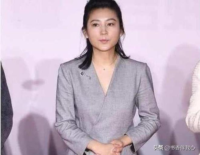 51歲王小丫近照曝光,與前四月差別大發福明顯,網友:有些不認識