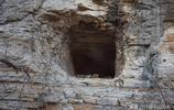 實拍濟南藏龍澗崖壁上的山洞