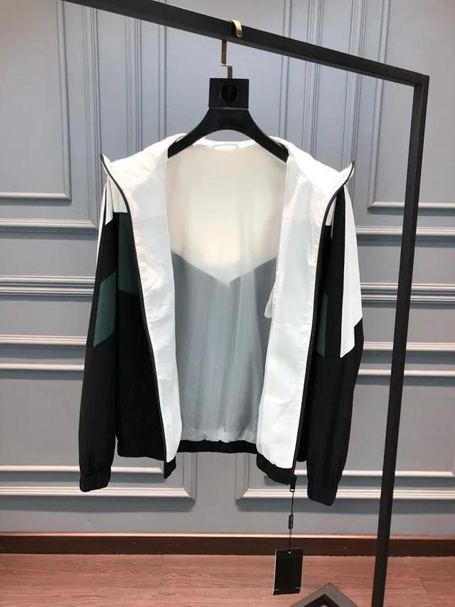 今年流行阿瑪尼運動套裝,耐穿又體面,特適合40歲左右的男士穿!