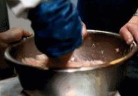 做生汆丸子時,只需剁一剁,攪一攪,簡單3步,就能做出美味丸子