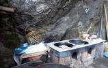 五代人住山洞不願離去,老夫妻釀酒百年,養娃娃魚監測水質