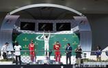 久違了的克林頓,近期頻繁出入公眾視野,為F1頒獎 參加音樂會