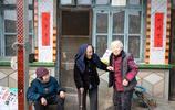 60歲的老人既當爺爺也當孫子,108歲老太五世同堂,有何長壽祕訣