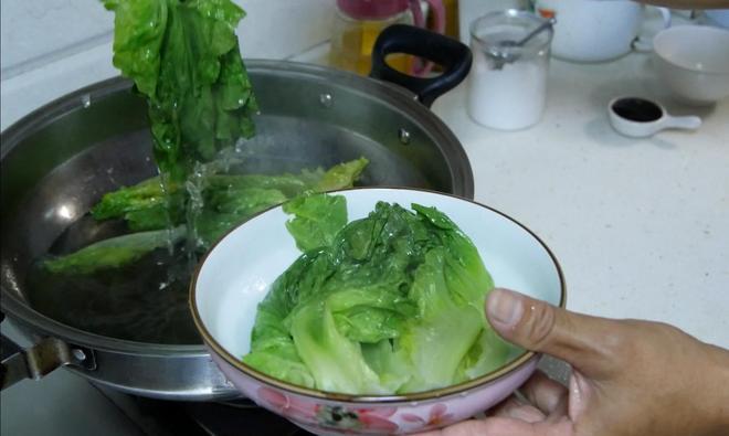 喜歡吃生菜的收藏了,做法簡單又美味,我家一週吃七八次