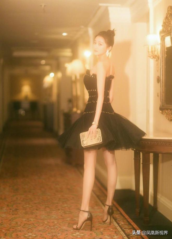 關曉彤 曾經的國民閨女已經長大,一雙大長腿妥妥的明星範