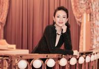 40歲章子怡現身周杰倫演唱會,短裙夏裝,比身邊小14歲昆凌還年輕
