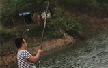 """無意發現:""""碳素鯽魚竿"""",12米長節,好用不斷竿,人人買得起"""