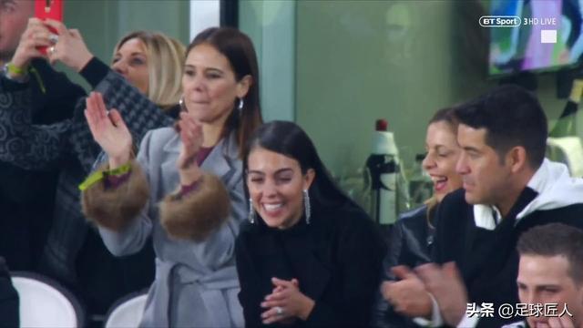 """可愛!C羅女友喬治娜晒總裁帶娃視頻 小公主也是""""足球迷"""""""