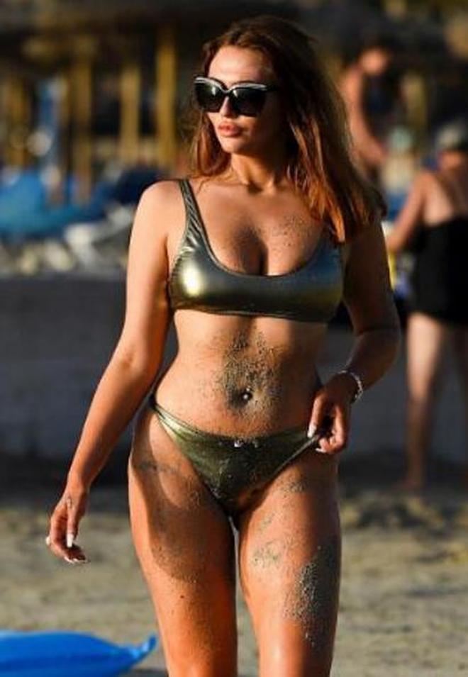 歐美女星夏洛特·道森海邊拍攝,當天她的表現真是太辣眼了!