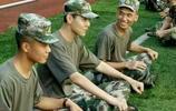 """""""鹿晗""""居然跑去當軍訓教官 沒想到兩人長得太像了 像孿生兄弟"""