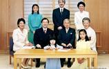 """對比10年前後日本皇室""""全家福""""合影照,從小細節看成員地位變化"""