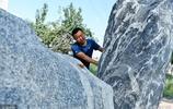 """甘肅80後小夥""""不務正業""""玩石頭,16年後石頭助他成了農民企業家"""